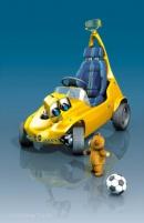 3D-Illustration Tretauto mit Teddy und Fussball