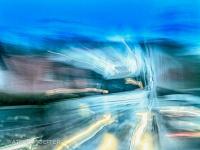 Entgegenkommender LKW im Regen fotografischer Impressionismus, impressionistische Fotografie Slow Speed