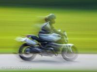 Langzeitbelichtung während das Motorradtrainings
