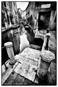 Venedig Hochkontrast-Foto Wasserstrasse