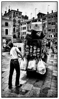 Venedig Hochkontrast-Foto Strassenhaendler