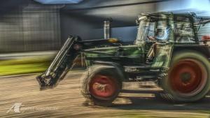 Fotodesign Traktor im Einsatz Langzeitbelichtung