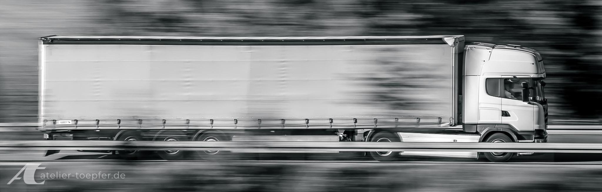 unbedruckter Sattelzug ohne Truck-Design